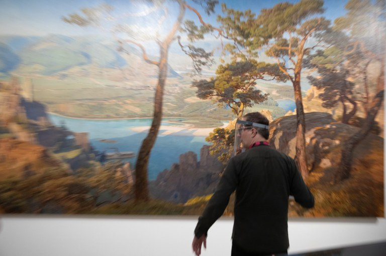 Kunstvermittler Christoph Keller gibt exklusive Einblicke in die Ikonen der Wachau-Malerei, in künstlerische Positionen zu Flucht und Migration u. v. m. In kurzen Videos können Sie unterwegs oder zuhause am Sofa dem neuen Instagram-Format #kunstinfo2go lauschen.