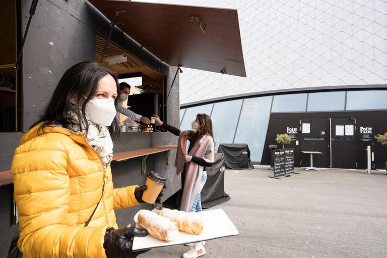 Hungrige Mäuler dürfen aufatmen: Der Food-Truck des Museumsrestaurants versorgt Sie auch weiterhin an den Wochenenden am Museumsplatz mit süßen und salzigen Köstlichkeiten.