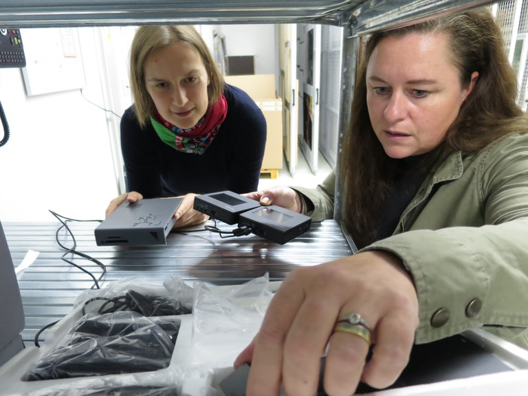 Franziska Butze-Rios and Christina Schaaf-Fundneider at work.