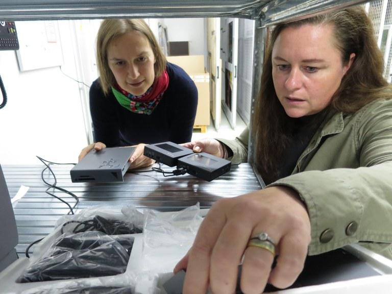 Franziska Butze-Rios and Christina Schaaf-Fundneider at work.